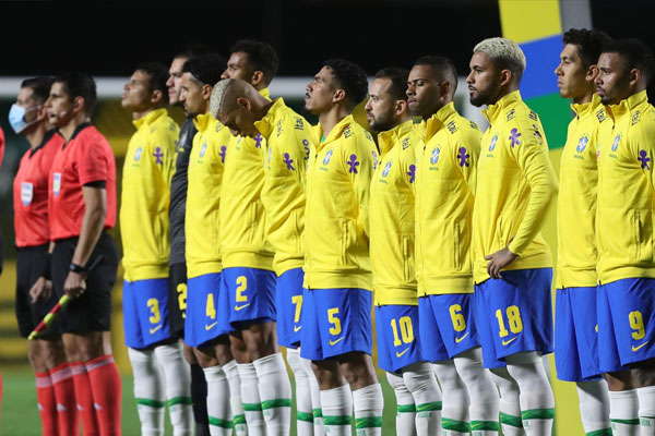 巴西球员在与委内瑞拉的比赛之前排队