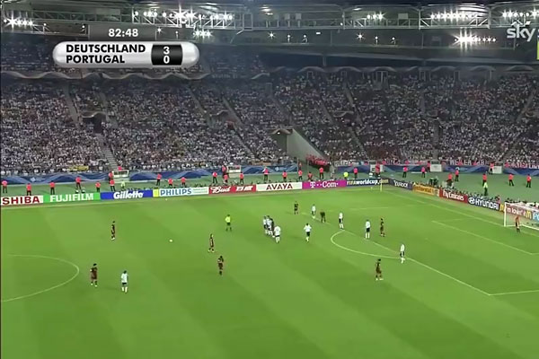 C罗世界杯展示诡异任意球 卡恩狼狈不堪