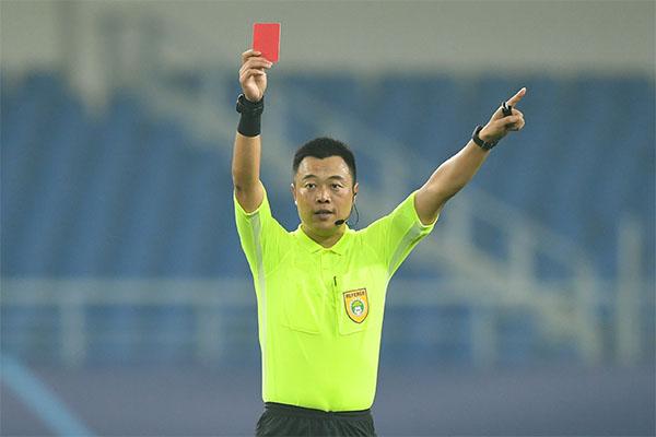 <b>足球红牌判罚标准是什么?足球红牌和黄牌的区别是什么?</b>