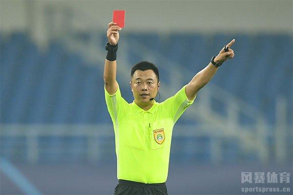 足球比赛出示红牌代表直接罚下场