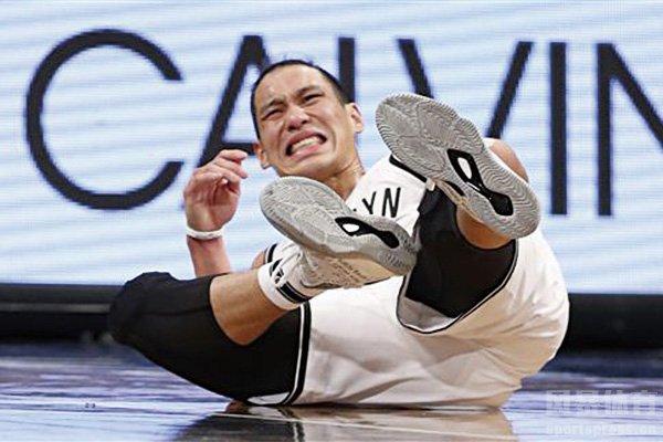 林书豪在比赛中受伤