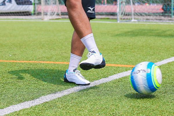 足球传球有几种?足球传球的动作要领是什么?