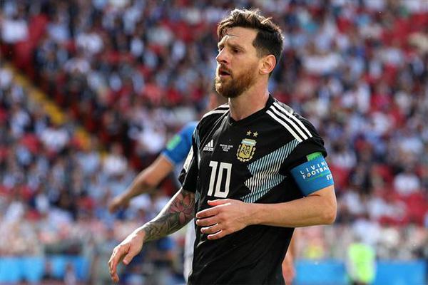 足球运动员排行榜前十名都有谁?足球运动员退役年龄多大?