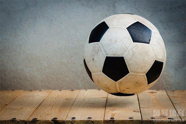 足球前锋怎么踢?足球前锋作用是什么?