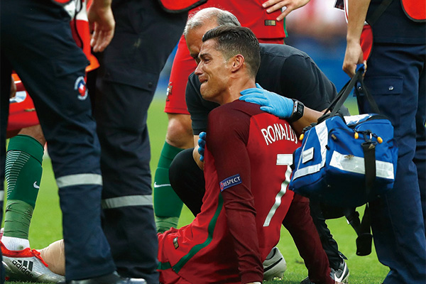 <b>C罗欧洲杯决赛痛哭 C罗欧洲杯冠军回顾</b>