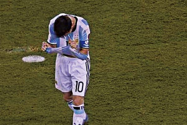 梅西美洲杯踢飞点球视频 梅西美洲杯踢飞点球瞬间