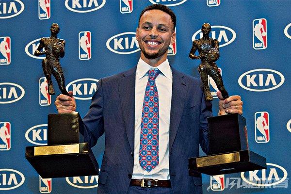 库里曾两度当选MVP
