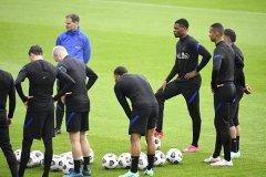 荷兰队全力备战欧洲杯 无冕之王能否加冕