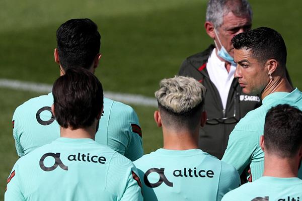 目前葡萄牙队在全力备战欧洲杯