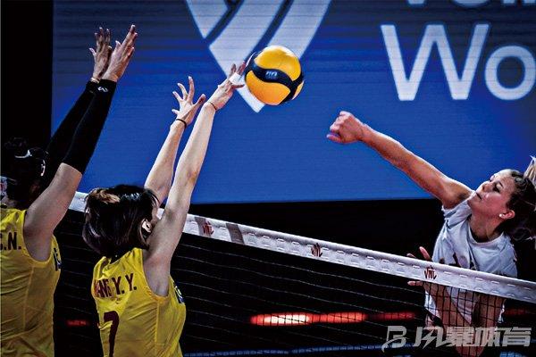 加拿大女排击败中国队