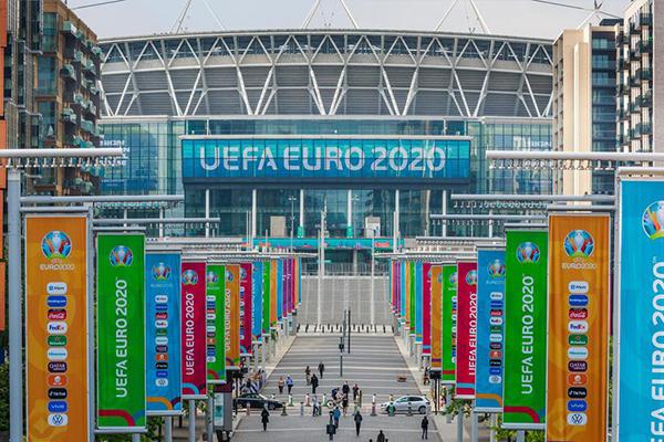 在本届欧洲杯的半决赛和决赛都是在温布利大球场举办