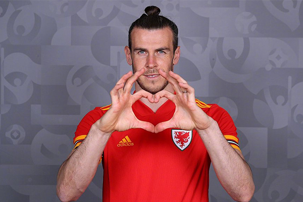 在2021欧洲杯举办前夕,威尔士天才球星贝尔也是霸气亮相