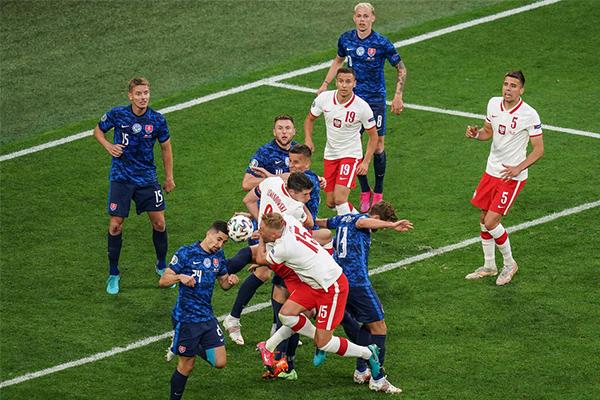 <b>10人波兰1-2不敌斯洛伐克 莱万未能取得进球</b>