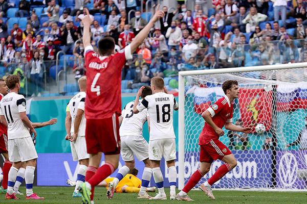 俄罗斯1-0胜芬兰 收获欧洲杯首胜 俄罗斯晋级希望仍渺茫