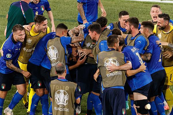 意大利3-0击败瑞士 意大利队提前晋级欧洲杯淘汰赛