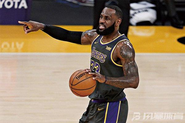 詹姆斯炮轰NBA