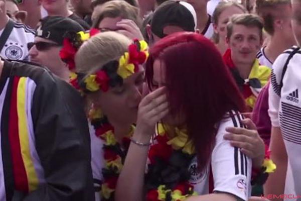 德国小球迷泪洒观众席 德国0-2不敌英格兰