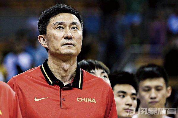 杜峰是目前中国男篮主教练