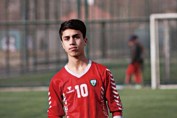扒美军机坠亡者系阿富汗国足球员!