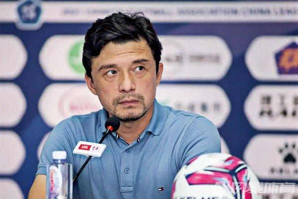 谢晖宣布辞去主教练职务
