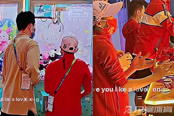 全红婵玩抓娃娃机