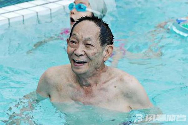 袁隆平一直没有放弃游泳