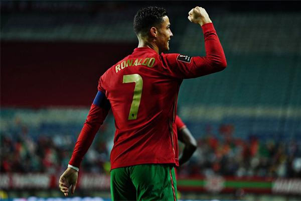 C罗戴帽助葡萄牙5-0大胜!